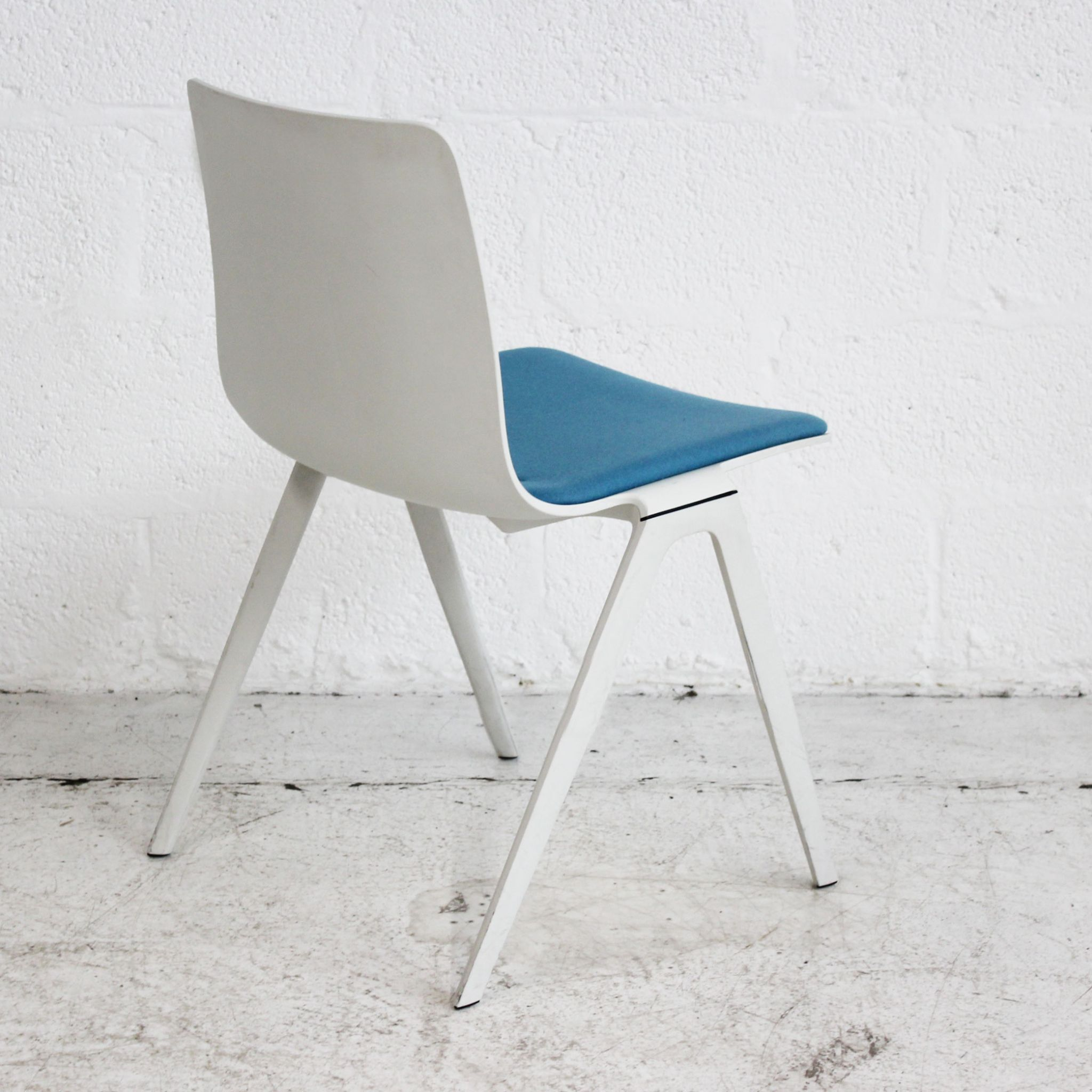 Brunner A Chair - White - Blue Seat